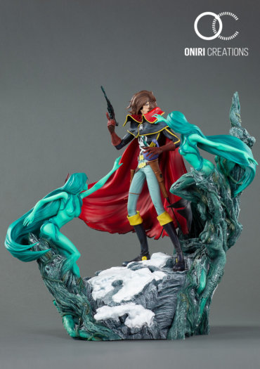 Captain-Harlock-statue-370x525